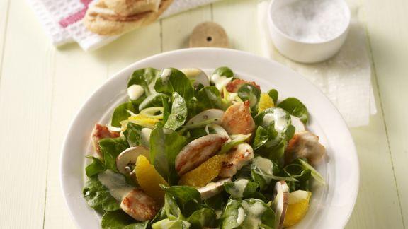Rezept: Fruchtiger Rapunzelsalat mit Hähnchen und Champignons