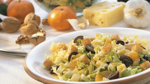 Rezept: Fruchtiger Salat mit Käse und Croutons