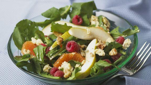 Rezept: Fruchtiger Salat mit Roquefort