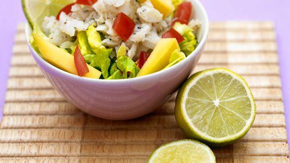 Rezept: Fruchtiger Salat mit Seelachs