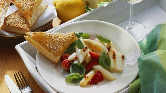 Rezept: Fruchtiger Spargelsalat
