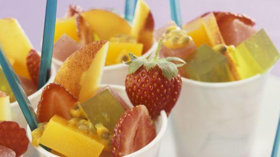 Rezept: Früchtesalat mit Geleewürfeln