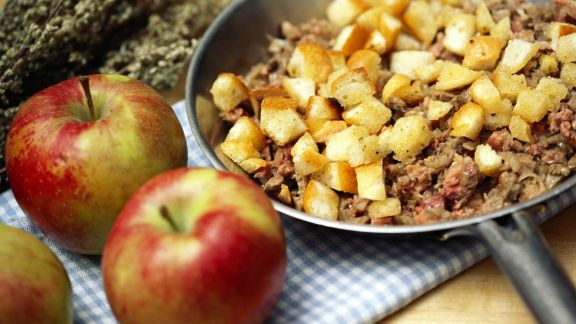 Rezept: Gänsebratenfüllung aus Apfel und Leber