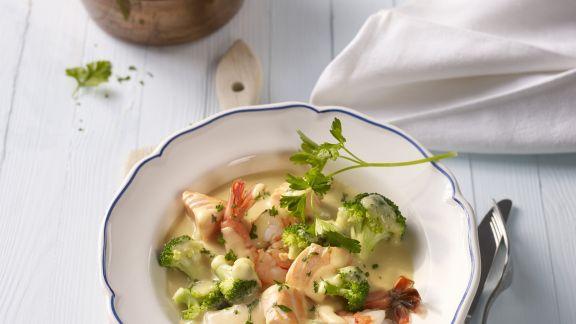 Rezept: Garnelen-Lachs-Suppe mit Brokkoli