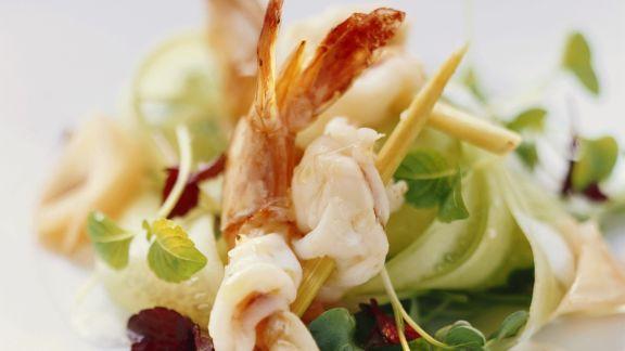 Rezept: Garnelenschwänze mit Kresse-Gurken-Salat