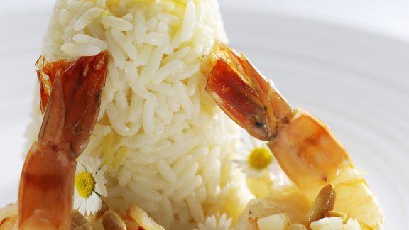 Rezept: Garnelenschwänze mit Reis und Essblüten