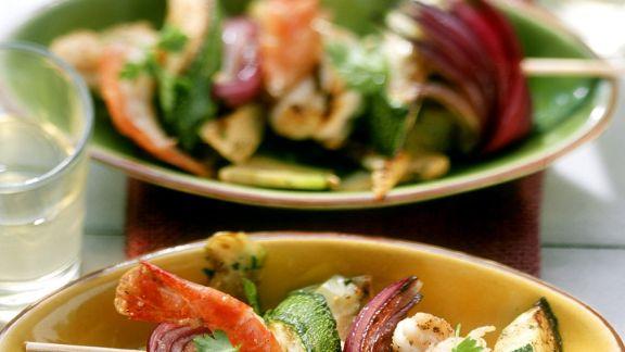 Rezept: Garnelenspieße mit mediterranem Gemüse