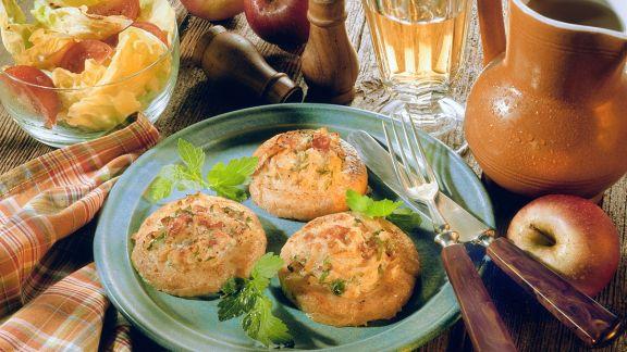 Rezept: Gebacken Kartoffelküchlein mit Apfelfüllung