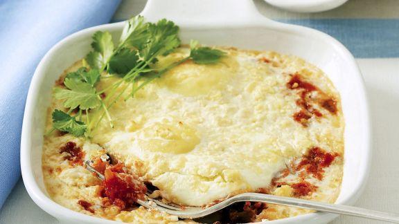 Rezept: Gebackene Eier auf britische Art (Baked Eggs) mit Tomate und Feta