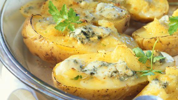 Rezept: Gebackene Kartoffeln mit pikanter Käsefüllung