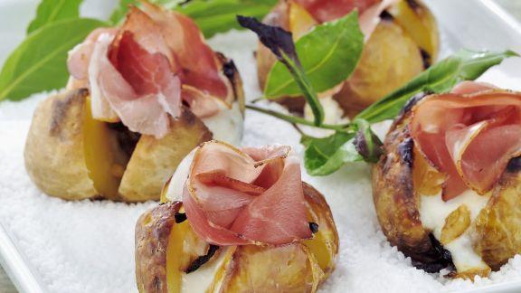 Rezept: Gebackene Kartoffeln mit Schinken in Salz