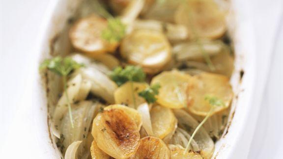 Rezept: Gebackene Kartoffeln mit Wein und Zwiebeln