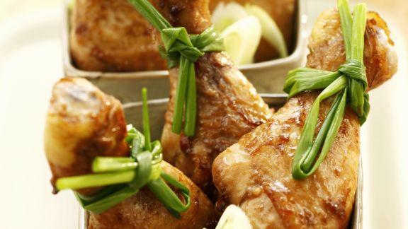 Rezept: Gebackene Soja-Hähnchenkeulen