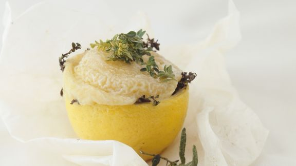 Rezept: Gebackene Zitrone mit Ziegenkäse-Kräuter-Füllung