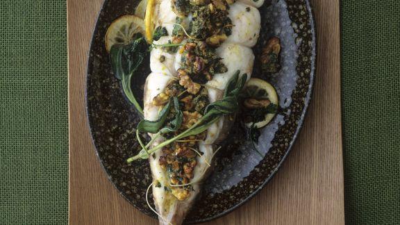 Rezept: Gebackener Anglerfisch mit Kräuter-Walnuss-Kruste