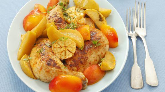 Rezept: Gebackenes Hähnchen mit Nektarine, Apfel und Knoblauch