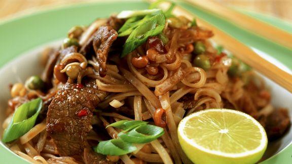 Rezept: Gebratene asiatische Nudeln mit Rindfleischstreifen