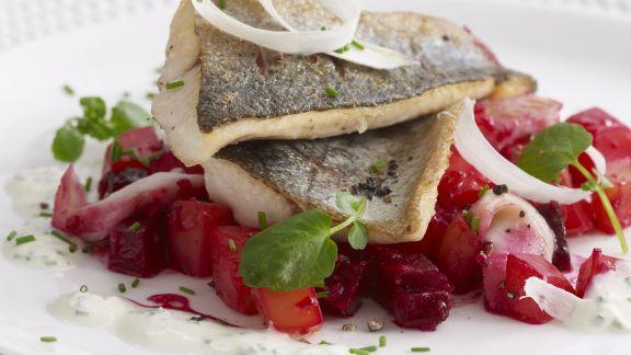 Rezept: Gebratene Forelle mit Rote-Bete-Salat