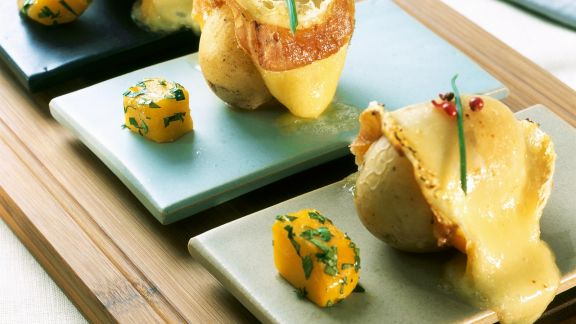 Rezept: Gebratene Käsekartoffeln mit Kürbiswürfel