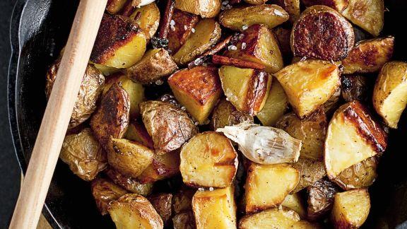 Rezept: Gebratene Kartoffeln mit Knoblauch und Zimt