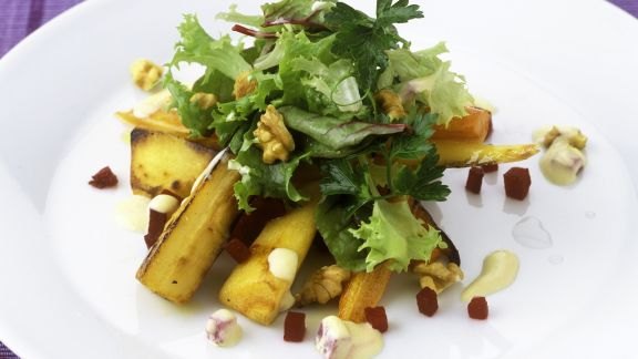 Rezept: Gebratene Pastinaken mit Endivien-Rote-Bete-Salat