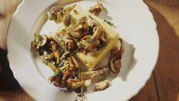 Rezept: Gebratene Pilze mit Polenta