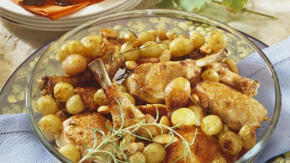 Rezept: Gebratene Poularde mit Weintrauben