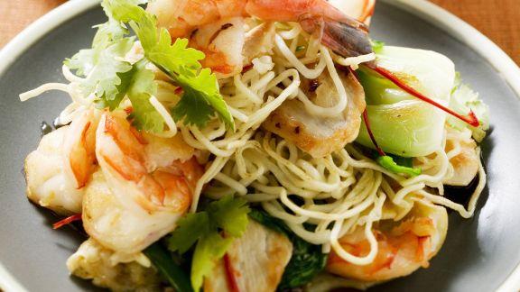 Rezept: Gebratene Reisnudeln mit Gemüse und Shrimps