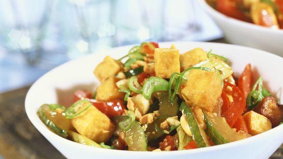 Rezept: Gebratene Tofuwürfel mit Gemüse