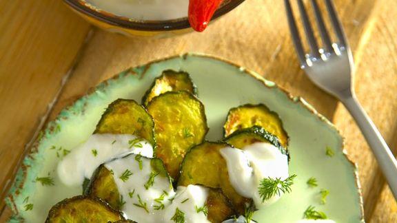 Rezept: Gebratene Zucchini mit Joghurtdip