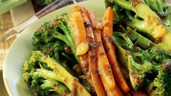 Rezept: Gebratener Brokkoli mit Parmesan-Sahne-Creme