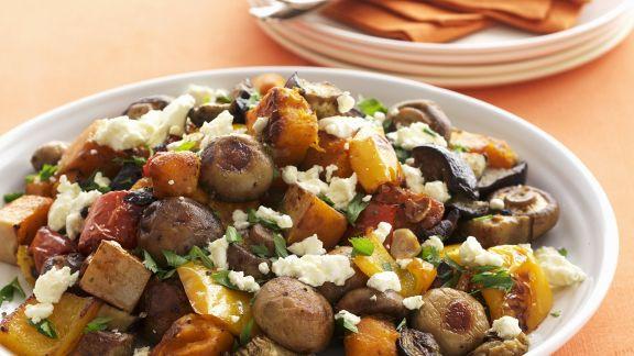 Rezept: Gebratener Gemüsesalat mit Schafskäse