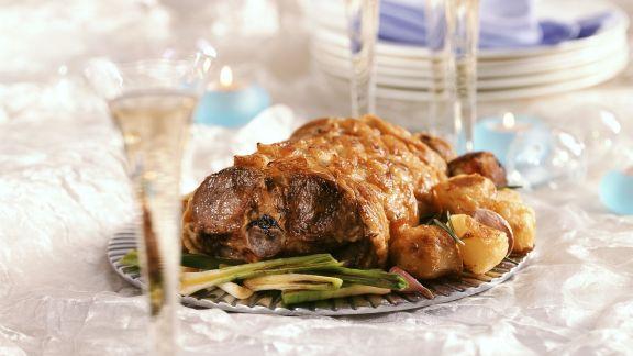 Rezept: Gebratener Lammrücken mit Gemüse und Minzsoße