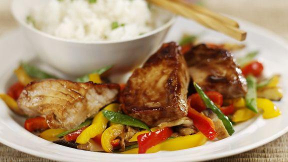 Rezept: Gebratener Thunfisch mit Paprikagemüse und Reis