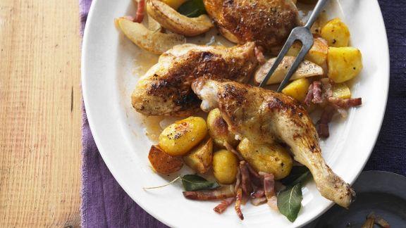 Rezept: Gebratenes Hähnchen mit Bacon, Birnen und Kartoffeln