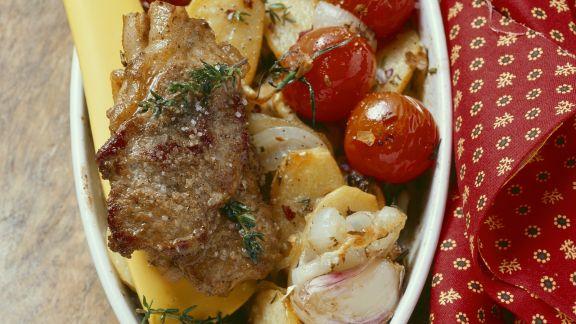 Rezept: Gebratenes Lammfleisch mit Ofengemüse