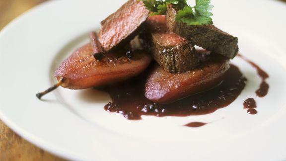 Rezept: Gebratenes Rinderfilet mit Rotweinbirne