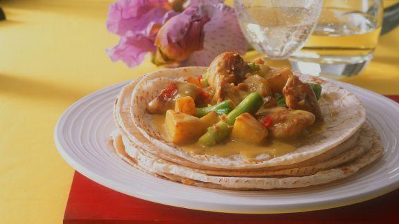 Rezept: Geflügelcurry auf indischem Fladenbrot (Roti)