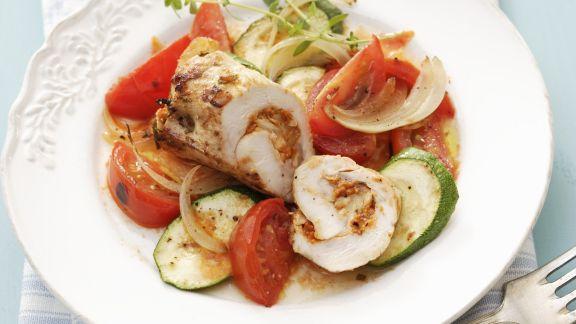 Rezept: Geflügelroulade mit Zucchini-Tomaten-Gemüse