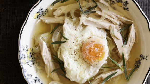 Rezept: Geflügelsuppe mit verlorenem Ei