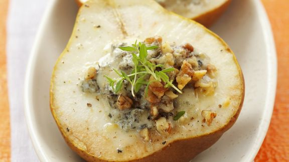Rezept: Gefüllte Birnen mit Blauschimmelkäse und Walnüssen überbacken