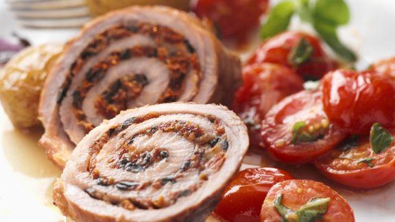 Rezept: Gefüllte Kalbsröllchen mit gebratenem Tomatensalat
