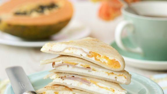 Rezept: Gefüllte kleine Pfannkuchen mit Ricotta, Ei und Schinken