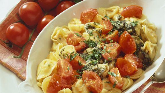 Rezept: Gefüllte Nudeln mit Butter-Tomaten