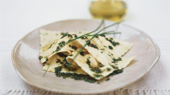 Rezept: Gefüllte Nudeln und Kräuter-Öl-Soße
