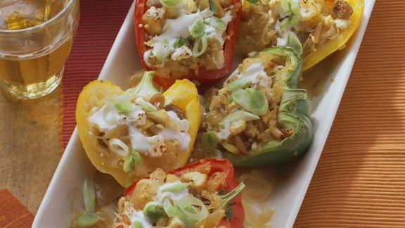 Rezept: Gefüllte Paprika mit Sauerkraut, Rosinen und Pinienkernen