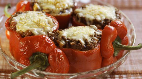 Rezept: Gefüllte Paprikaschoten mit Käse gratiniert