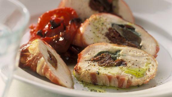 Rezept: Gefüllte Poulardenbrust mit getrockneten Tomaten und Paprikagemüse