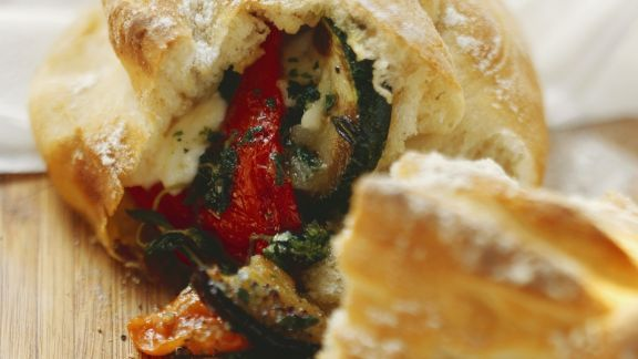 Rezept: Gefülltes Panino mit Gemüse und Mozzarella