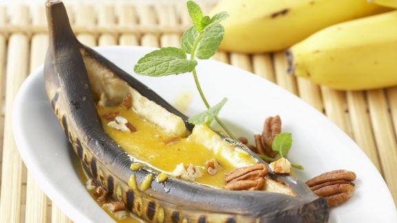 Rezept: Gegrillte Banane mit Honig-Curry-Soße